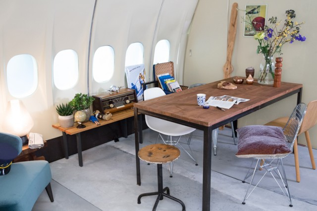 airbnb-KLM-plane-apartment-designboom-02