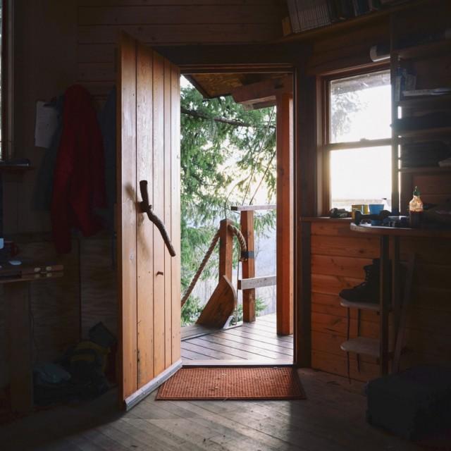 the-cinder-cone-treehouse-skatebowl-foster-huntington-designboom-05