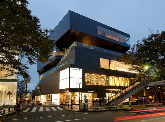 virginia-duran-blog-20-amazing-fashion-stores-designed-by-famous-architects-gyre-shopping-ceneter-by-mvrdv