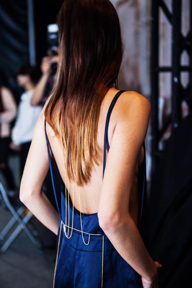 细节模特后背链饰