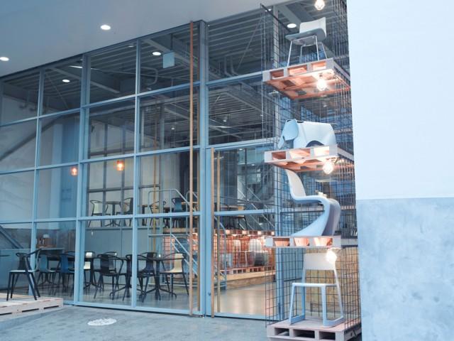 vitra-jo-nagasaka-blue-bottle-installation-tokyo-designboom-10